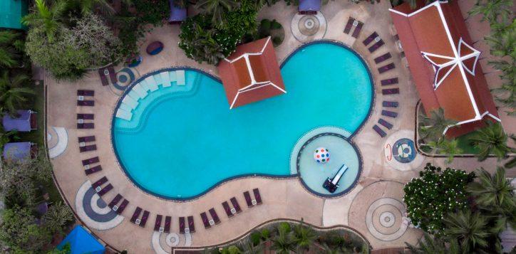 mercure-pattaya-hotel-poolside-10-2